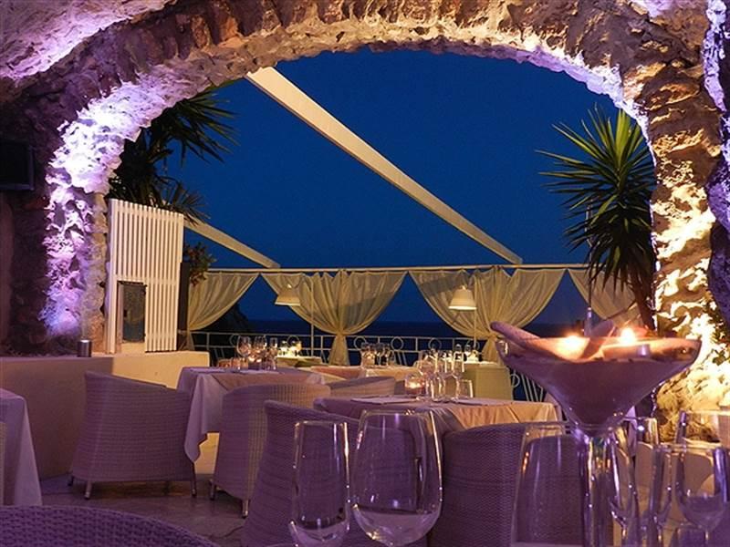 africana-famous-club-ristorante-luca-milano-praiano-56186